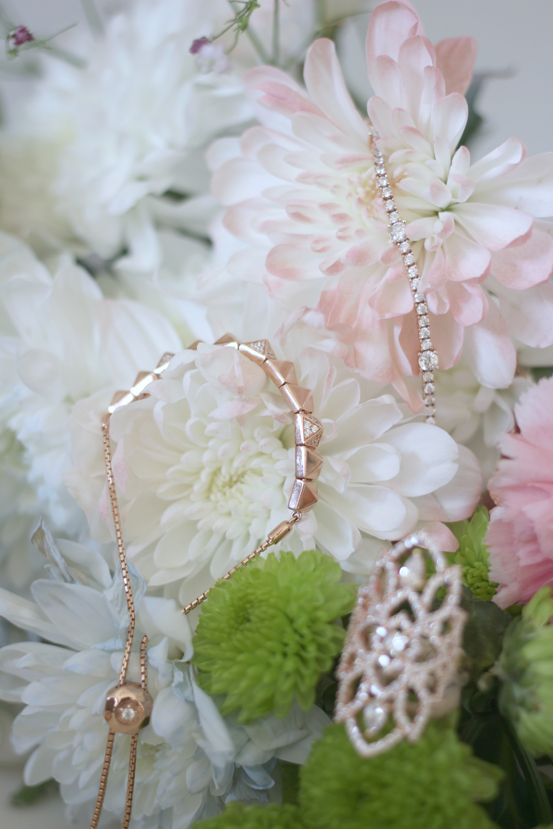 Luxury Mothers Day Gift Guide - Fashion Mumblr blog Carat London Jewellery