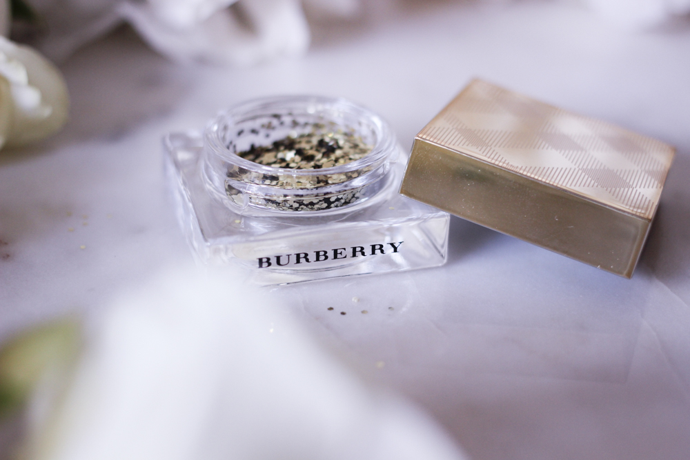 fashion-mumblr-beauty-burberry-christmas-2016-collection-review-17