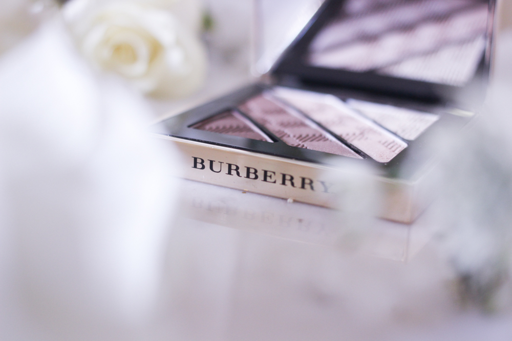 fashion-mumblr-beauty-burberry-christmas-2016-collection-review-20