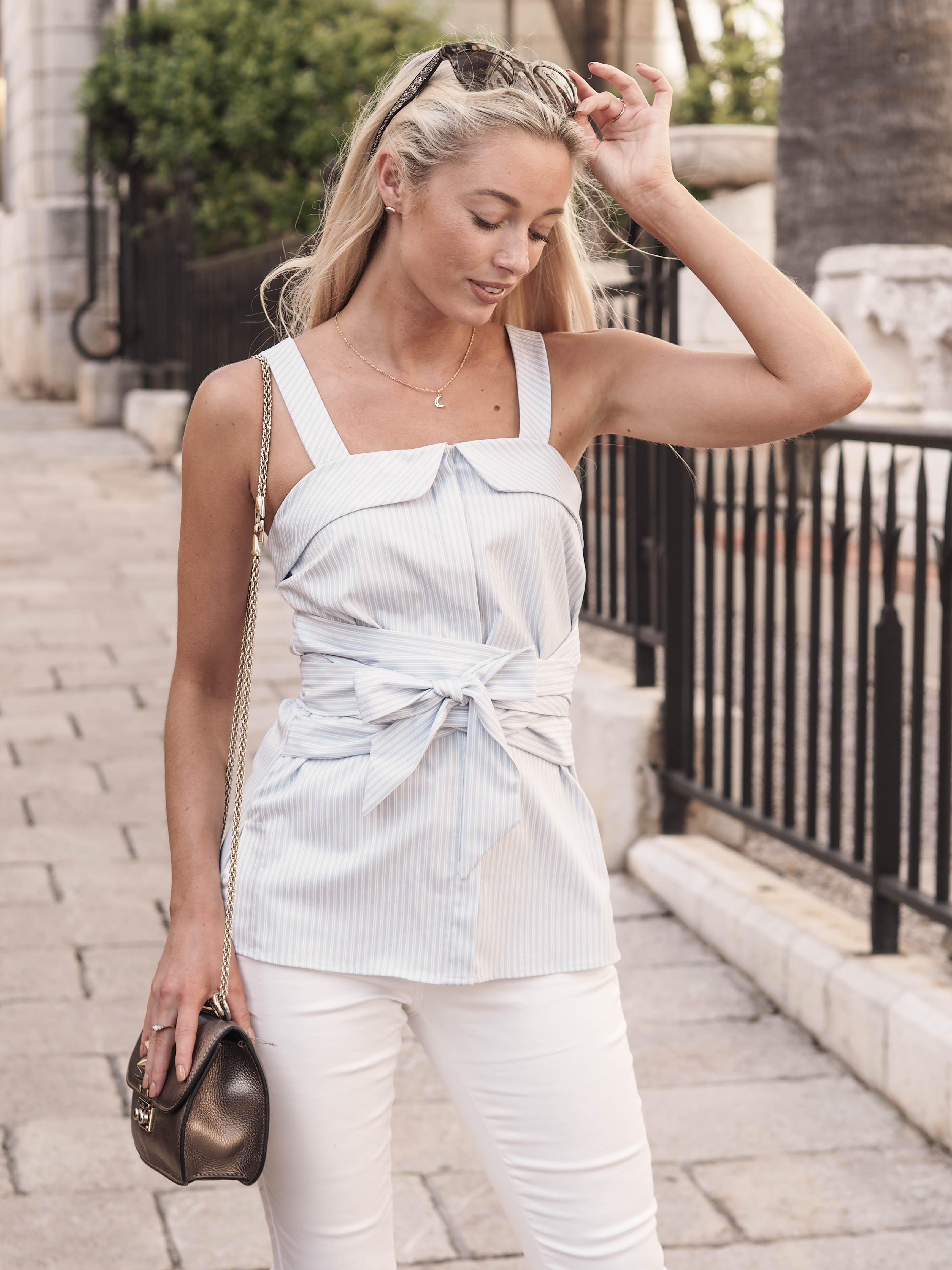 How To Wear White Jeans (& Two Tops To Style Them With