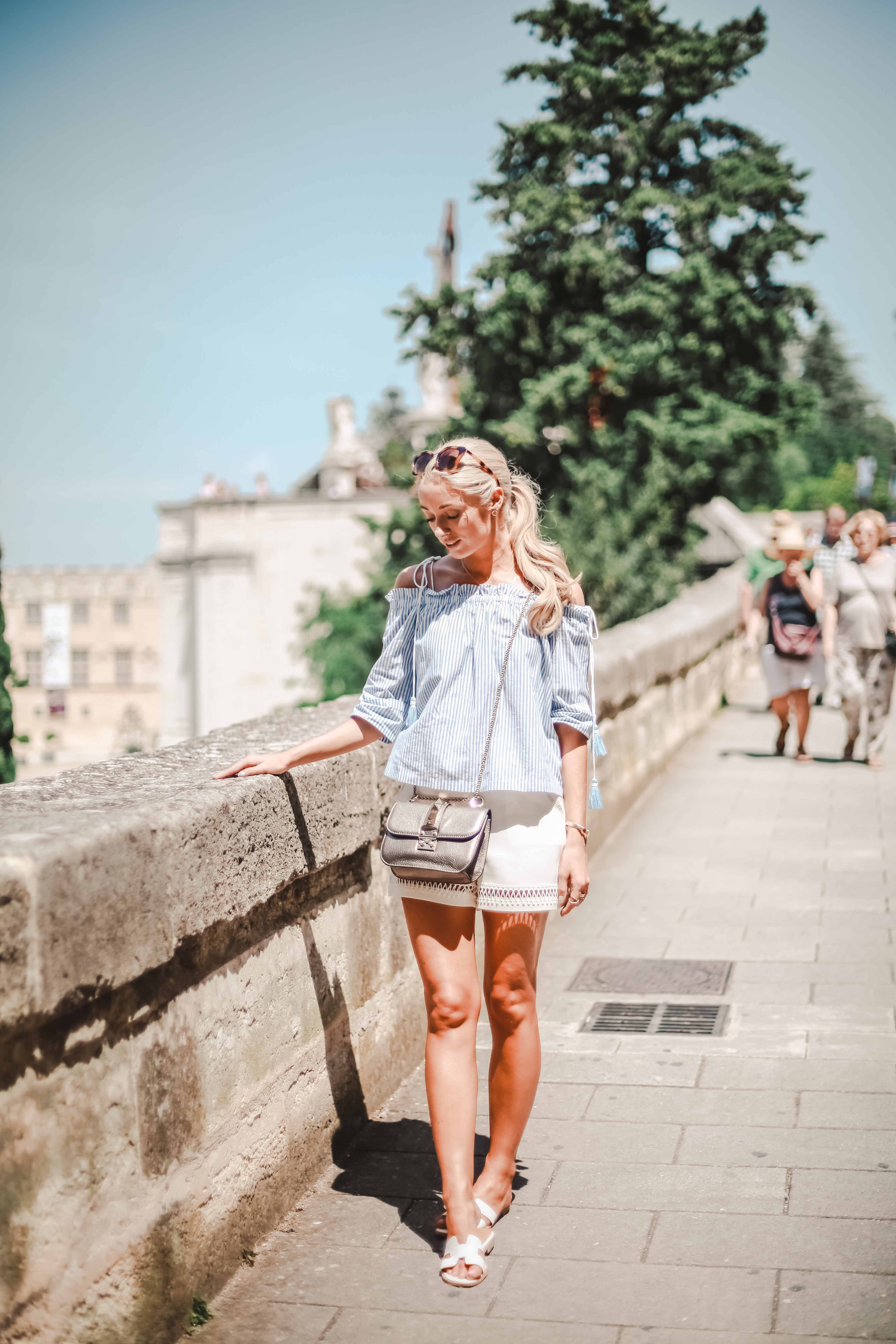 Walking through the streets of Avignon we popped into a few of the boutiques, many of which selling local crafts and stylish fashion pieces including ...